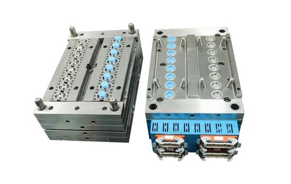 Petblowingmachine Tell You What is Injection Molding